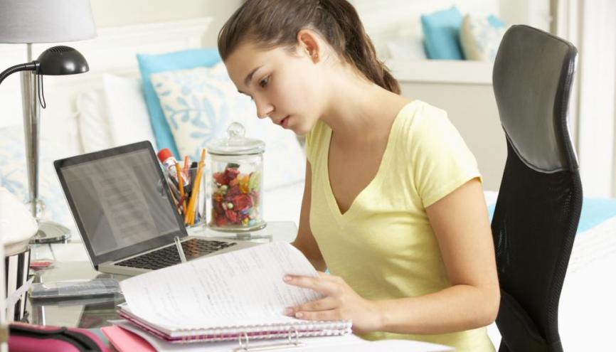 Faire rédiger ses devoirs : une bonne idée ?